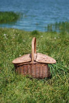 Free Picnic Basket Royalty Free Stock Photography - 5263967