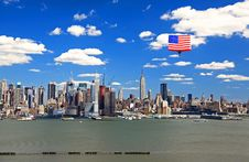 Free The Mid-town Manhattan Skyline Royalty Free Stock Photos - 5267398