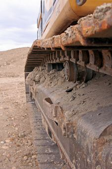 Free Trackhoe Gears In A Track Royalty Free Stock Images - 5267499