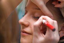 Free Applying Eyeshadow Stock Image - 5267511