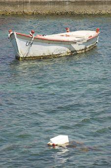 Free White Fishing Boat Stock Image - 5268561