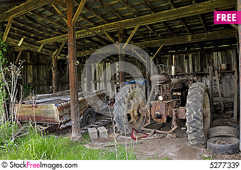 Free Old Tractor In Shed Royalty Free Stock Images - 5277339
