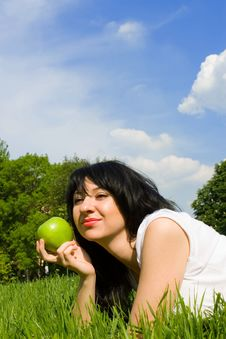 Free Pretty Woman Eating Green Apple Royalty Free Stock Images - 5272379