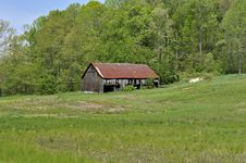Free Old Barn In Kentucky Royalty Free Stock Photos - 5274048