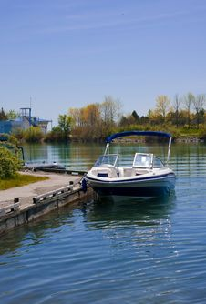 Free Boat At The Harbour Royalty Free Stock Images - 5276159