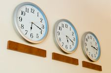 Free Row Of Clocks With Different Time Stock Photos - 5279443