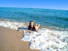 Free The Girl On Seacoast. Royalty Free Stock Photos - 5282498
