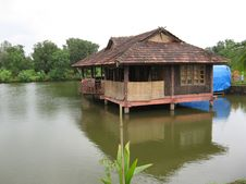 Free Pond House Stock Image - 5284801