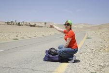Free Hitchhiking Woman Royalty Free Stock Photos - 5285928