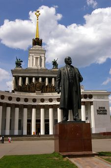 Free Sculpture Of LENIN Royalty Free Stock Image - 5287476