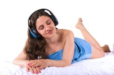 Free A Beautiful Girl Enjoying Music Royalty Free Stock Photography - 5296117