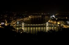 Chain Bridge With Parliament Royalty Free Stock Photography