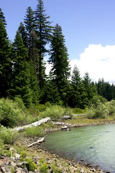Free Cascade Mountains Lake Scene Royalty Free Stock Image - 531336