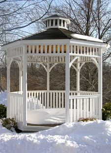 Free Snowy Gazebo Royalty Free Stock Image - 531486