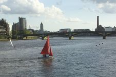 Free Sunset Sailing At Battersea Bridge Stock Photos - 532643