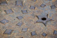 Free Manhole Cover Macro - Horizontal Royalty Free Stock Images - 533139