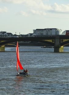 Free Red Sails At Battersea Bridge Stock Images - 535624