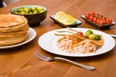 Free Pancakes With Shrimps Stock Images - 5302994