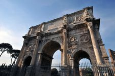 Free Archway In Rome Royalty Free Stock Photos - 5305028