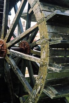 Free Water Wheel Royalty Free Stock Images - 5309749