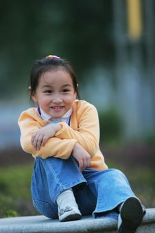 Free Smiling  Girl Stock Image - 5319821