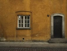 Free Old Yellow House Royalty Free Stock Photography - 5322147
