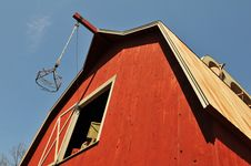 Free Old Barn View From A Low Angle Royalty Free Stock Images - 5332099