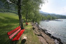 Free Rest Area On The Swiss Lake Royalty Free Stock Image - 5334476
