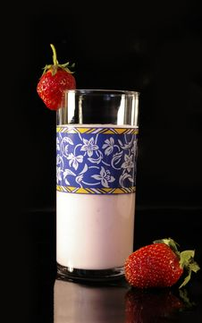 Free Yoghurt And Strawberry Stock Images - 5339084