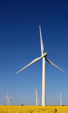 Free Wind Turbines Royalty Free Stock Photography - 5345007