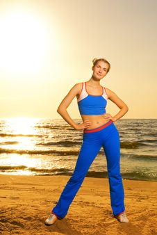 Free Woman Doing Fitness Exercise Royalty Free Stock Image - 5349676