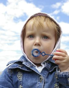 Free Little Girl Making Soap Bubbles Royalty Free Stock Photos - 5350558