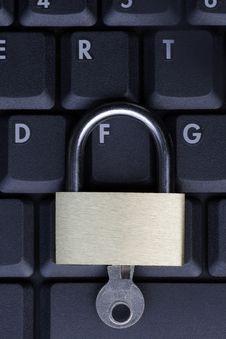 Free Padlock On Black Laptop Keyboard Royalty Free Stock Images - 5352859