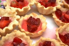 Free Strawberry Pastry Royalty Free Stock Photo - 5352925
