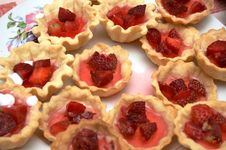 Free Strawberry Pastry Royalty Free Stock Image - 5352926