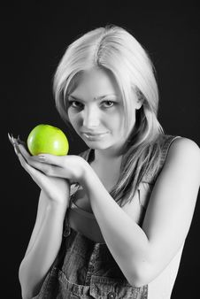 Free Girl With Apple Royalty Free Stock Images - 5354719