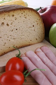 Free Bread In Slices With Vegetables Royalty Free Stock Image - 5355256