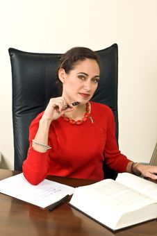 Free Businesswoman At Her Desk Royalty Free Stock Photos - 5355618