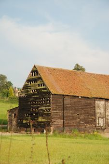 Free Ancient Essex Barn Royalty Free Stock Image - 5366776
