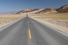 Road In Death Valley National Park Royalty Free Stock Images