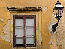 Free Window And Gas-lamp Royalty Free Stock Image - 5370686