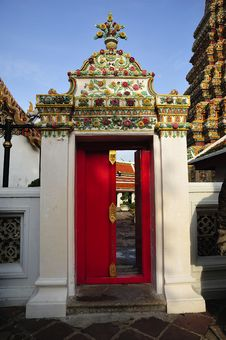 Free Thailand Bangkok Wat Pho Temple S Red Door Royalty Free Stock Images - 5371079
