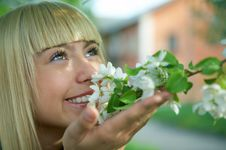 Free Woman With Flowers Stock Photography - 5371932