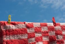Free Laundry Pins Holding Red Fleecy Blanket Royalty Free Stock Photos - 5371998
