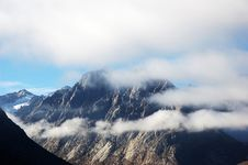 Free The Mountain In Clouds Stock Image - 5373961