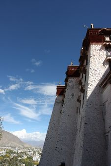 Free Potala Temple Royalty Free Stock Photo - 5376765