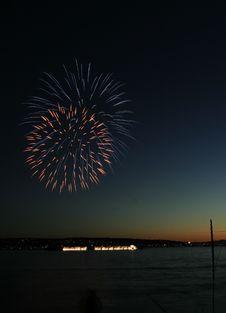 Free Fireworks Beginning Royalty Free Stock Photos - 5377478