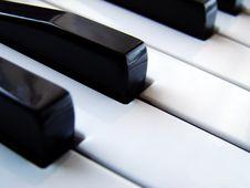 Free Piano Keys Royalty Free Stock Images - 5377799