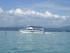 Free Ferry-boat On The Lake Royalty Free Stock Photography - 5381707