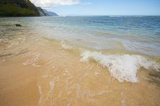 Free Crashing Waves On The Na Pali Shoreline Stock Photo - 5382920